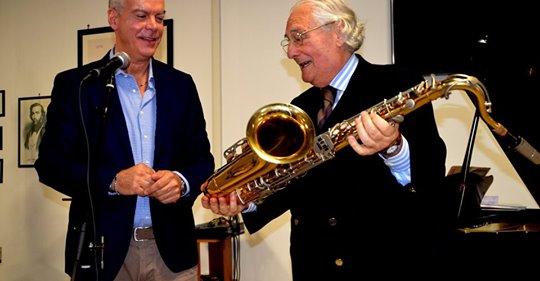 Sax suonato al fianco di Battisti in esposizione al museo